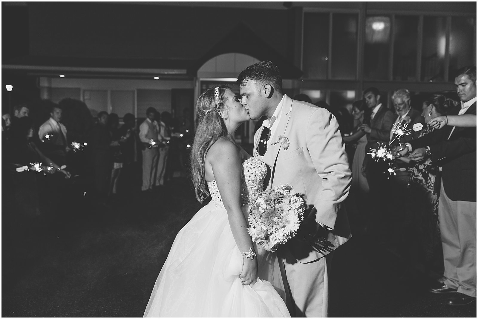 jessica_ryan_photography_wedding_virginia_beach_virginia_wedding_photographer_candid_wedding_photography_lifestyle_photojournalistic_real_moments_0115