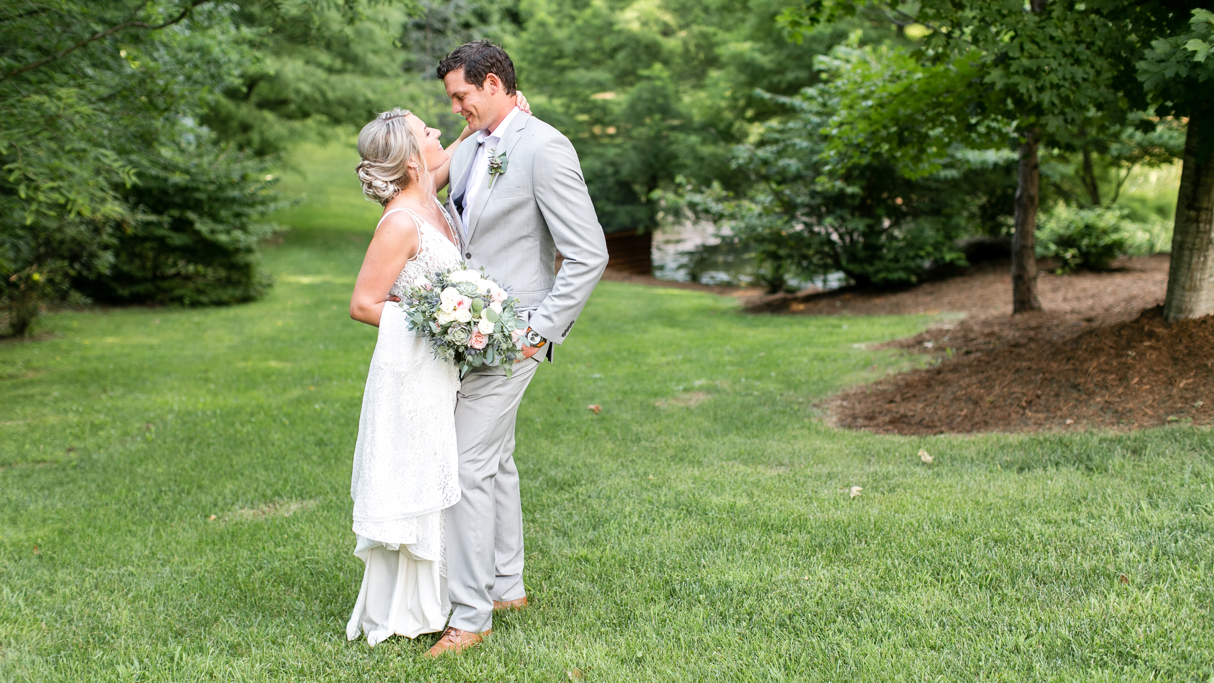 House_mountain_inn_wedding-bride_groom_lexington_wedding_photography
