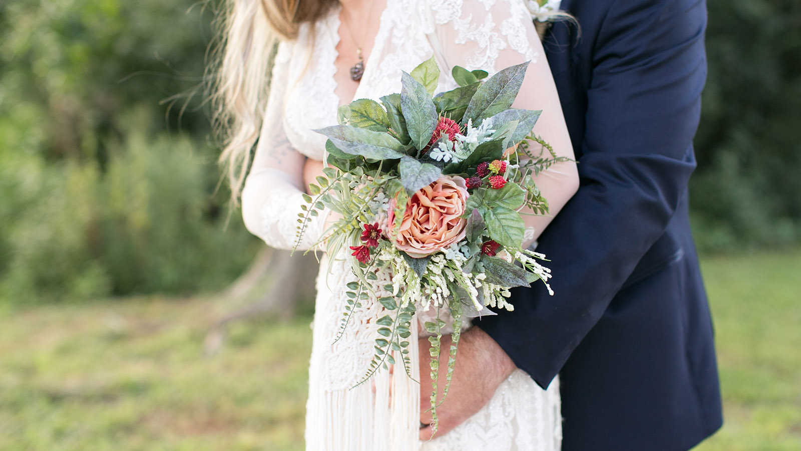 bohemian_bridal_bouquet_wedding_dress_boho_wedding_the_tar_roof_virginia-jessica_ryan_photography_jessica_ryan_photographer