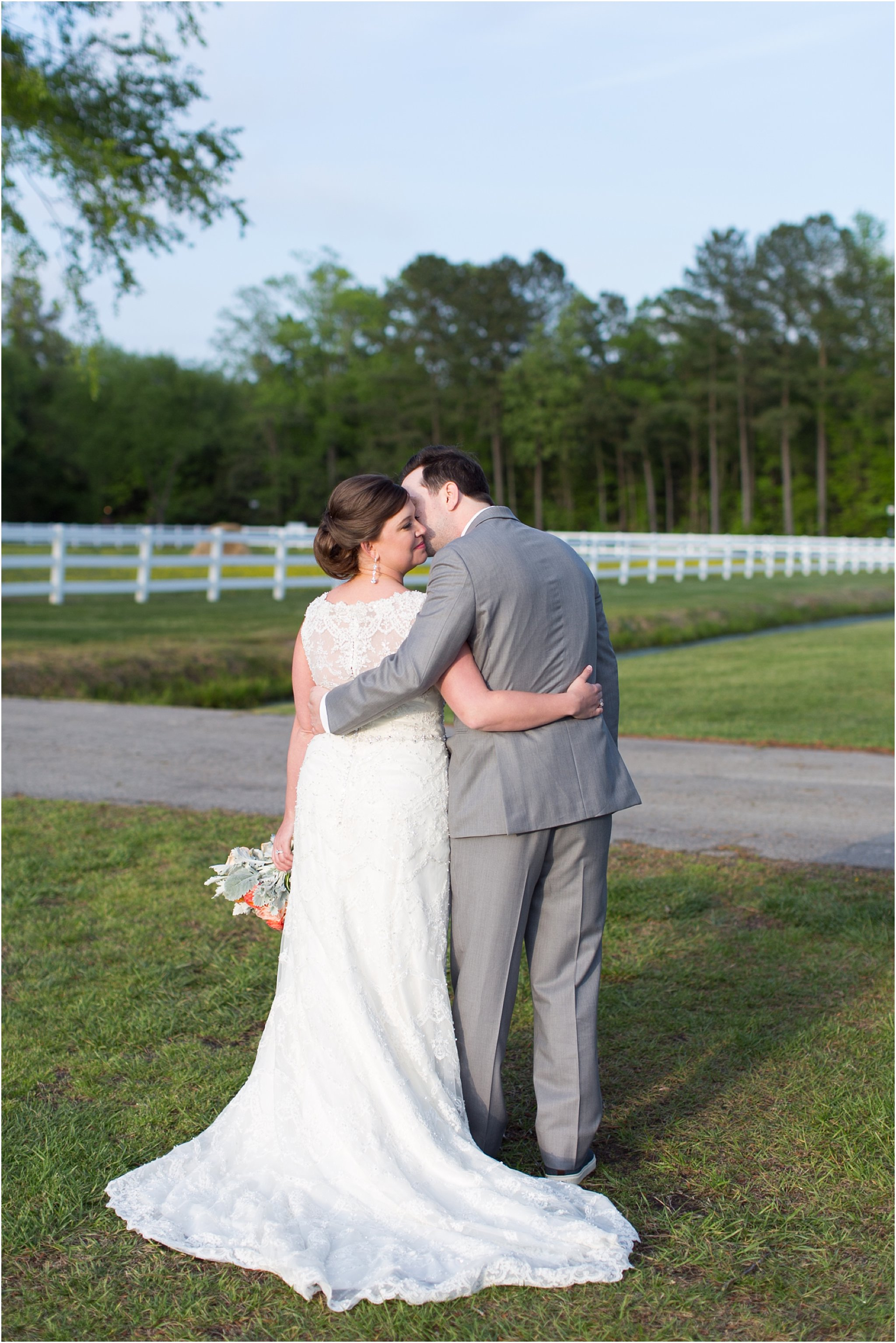 jessica_ryan_photography_holly_ridge_manor_wedding_roost_flowers_jamie_leigh_events_dhalia_edwards_candid_vibrant_wedding_colors_1334