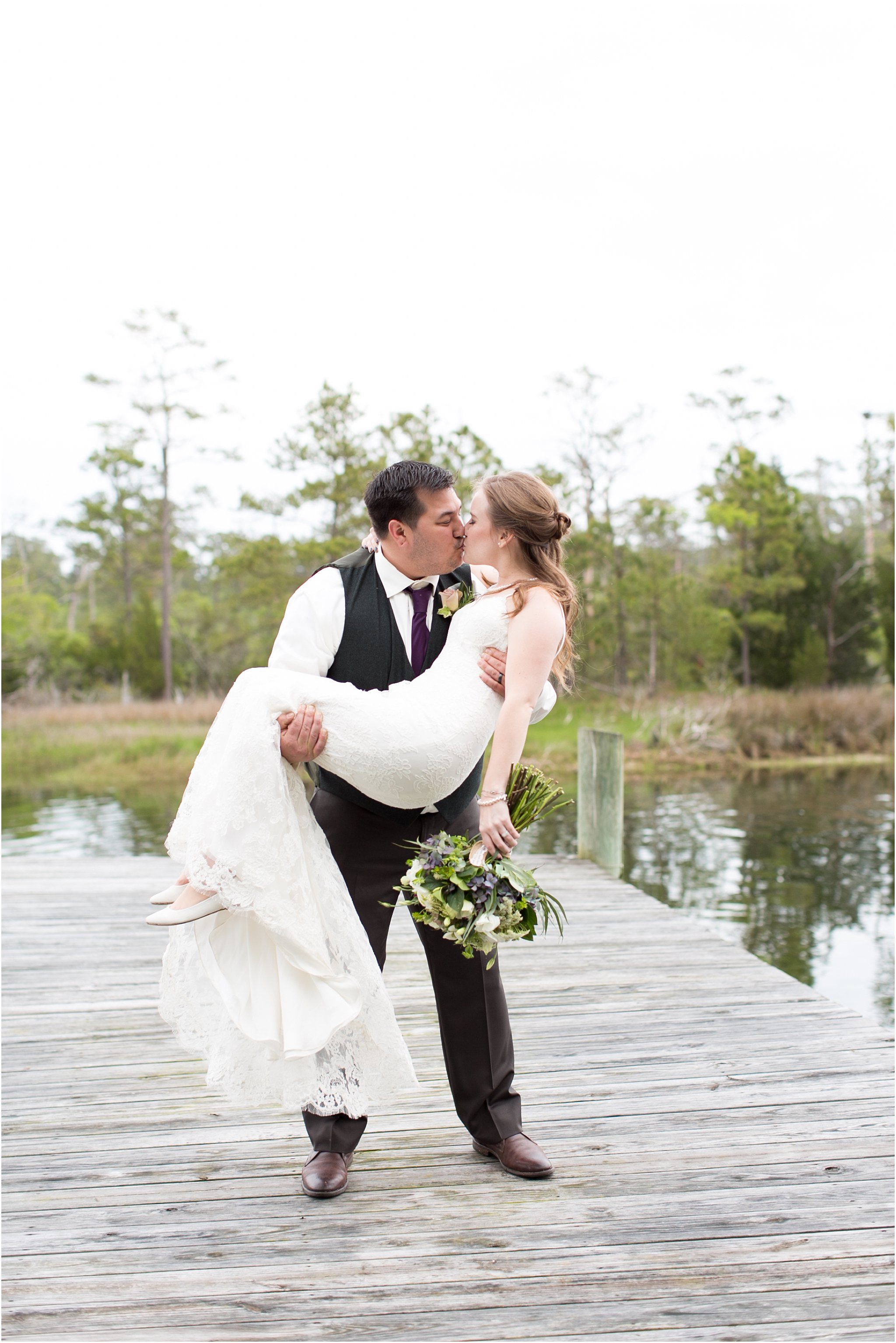 jessica_ryan_photography_virginia_virginiabeachwedding_bayislandvirginiabeach_backyardwedding_waterfrontwedding_intimatewedding_vintagewedding_1565