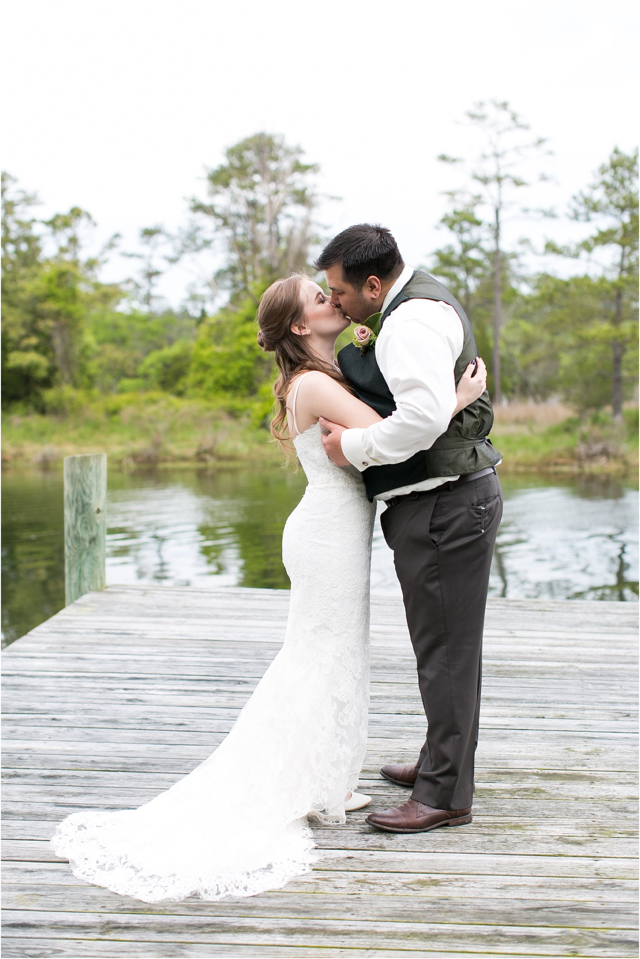 jessica_ryan_photography_virginia_virginiabeachwedding_bayislandvirginiabeach_backyardwedding_waterfrontwedding_intimatewedding_vintagewedding_1567