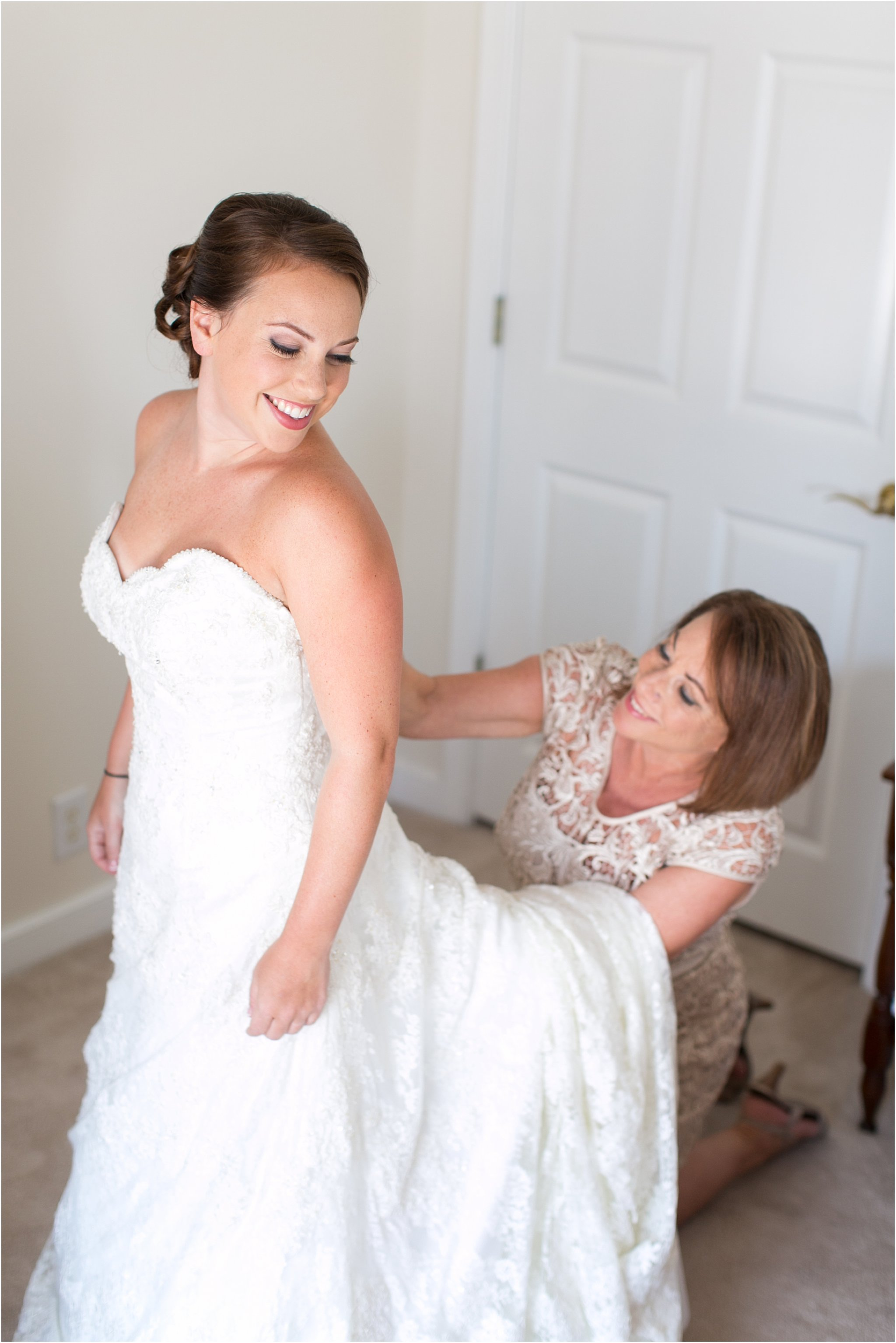 jessica_ryan_photography_wedding_photography_virginiabeach_virginia_candid_authentic_wedding_portraits_marina_shores_yacht_club_chesapeake_bay_1823