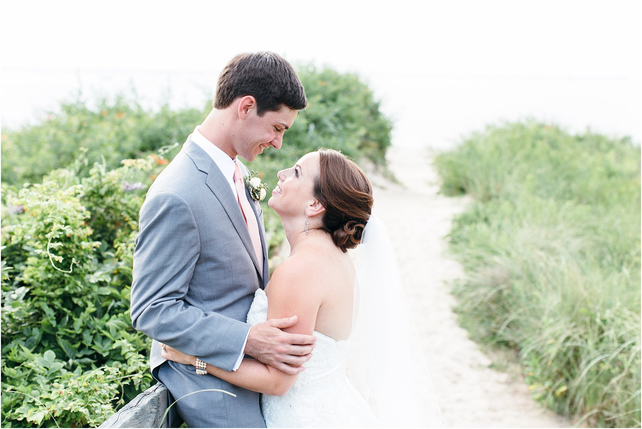 jessica_ryan_photography_wedding_photography_virginiabeach_virginia_candid_authentic_wedding_portraits_marina_shores_yacht_club_chesapeake_bay_1910