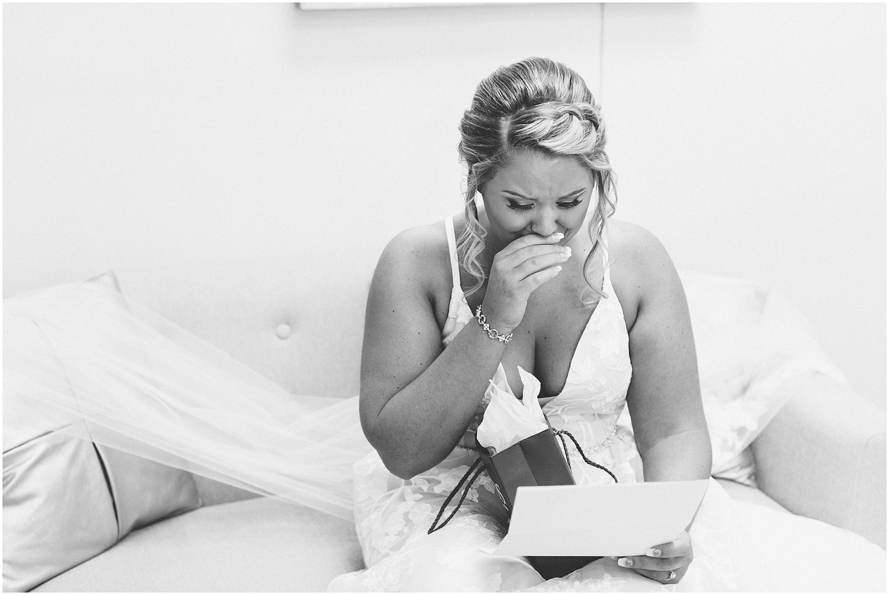 bride getting ready in the bridal suite at norfolk botanical gardens, jessica ryan photography